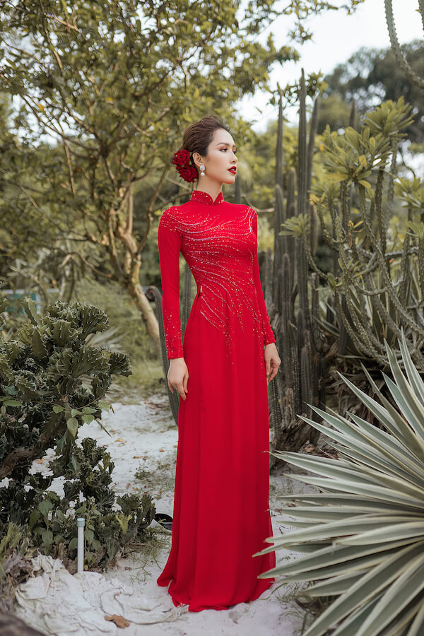 áo dài cô dâu đỏ kết ren đỏ