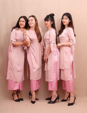 áo dài bưng quả cách tân hồng nude tay phồng